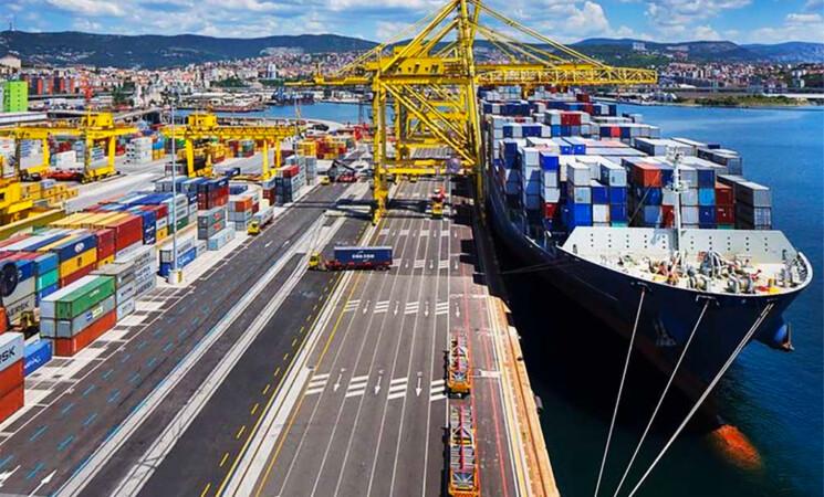 Green pass, porti e trasporti, la protesta parte da Trieste